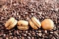 Картинка кофе, зерна, печенье, сладости, десерт, макарун